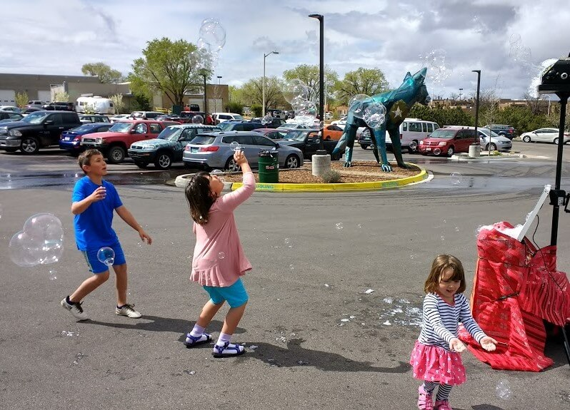 Meow Wolf bubbles with kids